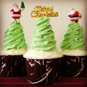 Eleventh Day of Xmas: Chocolate-mint Xmas Tree Cupcakes