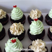 Christmas Tree and Gold Cupcakes